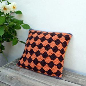 Diamond-crochet-pillow
