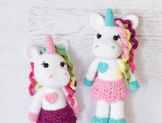 Free Crochet Unicorn Pattern - thefriendlyredfox.com | 433x570